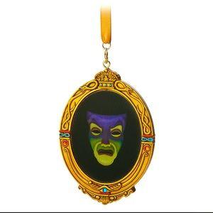 🕊 Magic Mirror Snow White Holographic Ornament